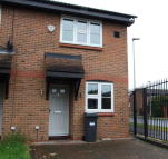 2 bed property in Raglan Close, Hounslow