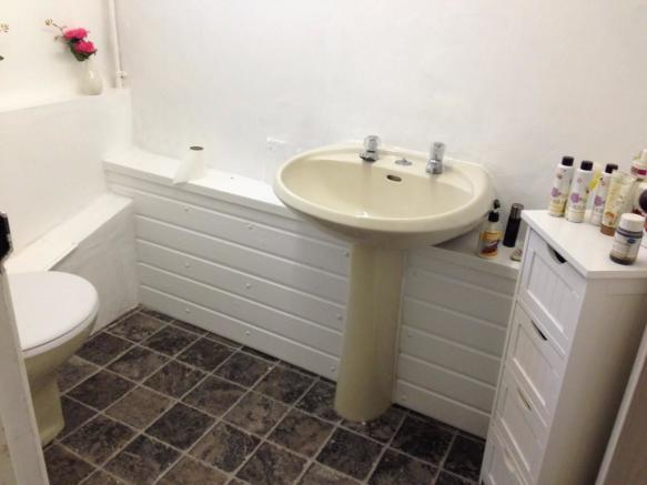 Salon Cloak Room WC