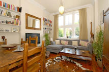 2 bedroom Flat for sale in Sternhold Avenue...