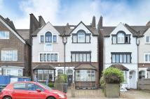 2 bedroom Flat in Drewstead Road...