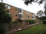 Flat to rent in Oakdale Court...