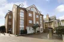 3 bedroom Flat in Kendal Place, Putney