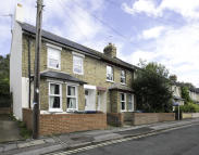 Terraced property to rent in STUDENT LIVING off...