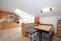3 bedroom Flat for sale in Cockfosters/ Oakwood...