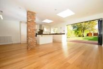 4 bed Detached Bungalow in New Barnet, Herts