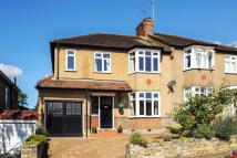 4 bedroom semi detached property to rent in Barnet, Hillside Gardens