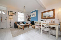 2 bedroom Cottage to rent in Marne Street, W10