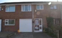 Town House to rent in Bedford Avenue, Melling...