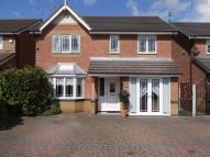 Detached property in Elmcroft Close...