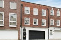 4 bedroom Flat in Culross Street, Mayfair...