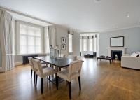 Flat in North Audley Street...