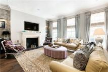 4 bed Terraced house in Culross Street, Mayfair...
