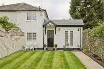 2 bedroom semi detached house in Uxbridge Road...