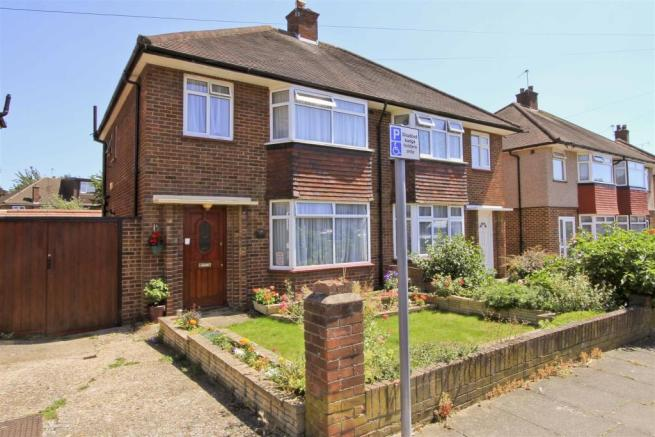 bedroom semi detached house for sale in blacklands drive hayes ub4