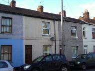 Terraced home in Convenient for town ...