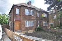 2 bed Maisonette in Church Street...