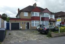 Edgwarebury Lane semi detached property to rent