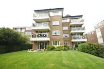 2 bedroom Ground Flat in Court Downs Road...