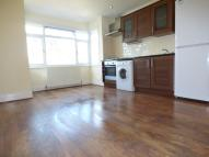 Flat to rent in Crofton Road, Orpington...