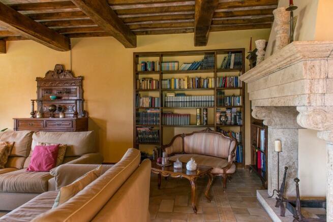 Sitting & fireplace