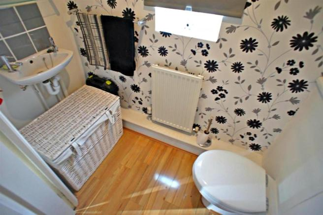 acornclosedownstairswc.jpg