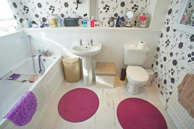 acornclosebathroom.jpg