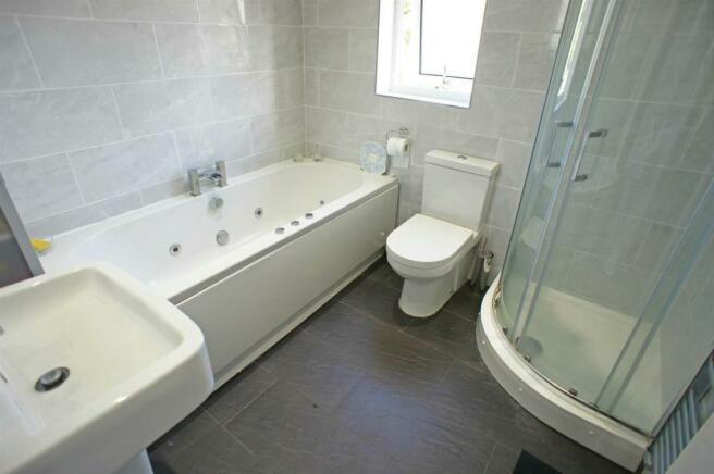 rollsparkterracedbathroom.jpg