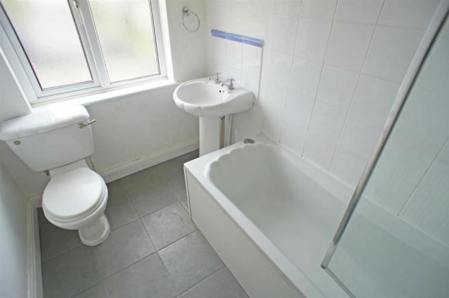 hatchlanebathroom.jpg