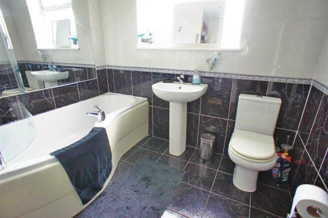 middletonclosebathroom.jpg