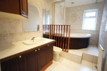 5 bed End of Terrace property in Mount Avenue, Chingford,