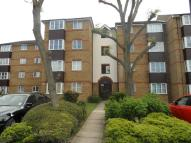 1 bed Flat to rent in Thurlow Close, London,