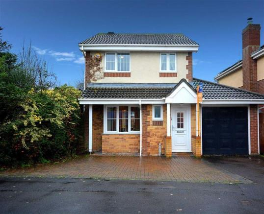 3 Bedroom Detached House For Sale In Highclere Road