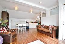2 bed Flat in Sears Street...