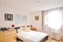 3 bedroom Flat in Clapham Common South...