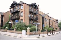 2 bed Flat in Horseshoe Close...