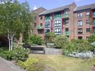 Flat to rent in Felstead Gardens...