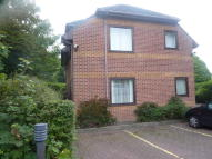 2 bed Ground Flat in Park View Court...