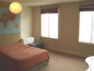 Flat to rent in Putney High Street...