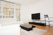 Apartment to rent in Gowers Walk, London, E1