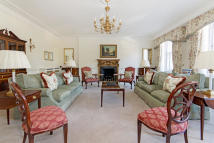 4 bed Apartment to rent in Hyde Park Gate, London...