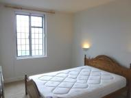 2 bedroom Apartment to rent in Queens Close...