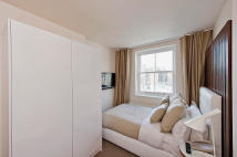 Studio flat in Sussex Gardens, London...