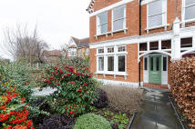 4 bed End of Terrace property in Elm Bank Gardens, Barnes