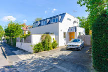 3 bedroom Detached property for sale in Berkeley Road, Barnes