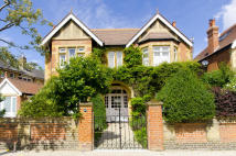 5 bedroom Detached house in Bramcote Road, London