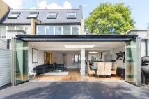 4 bedroom property in Ardshiel Close, London...