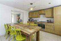 3 bedroom house in Disraeli Road, Putney...