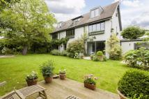 5 bedroom Detached home in West Hill Road, London...