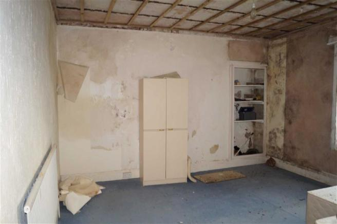 Rear bedroom (east)