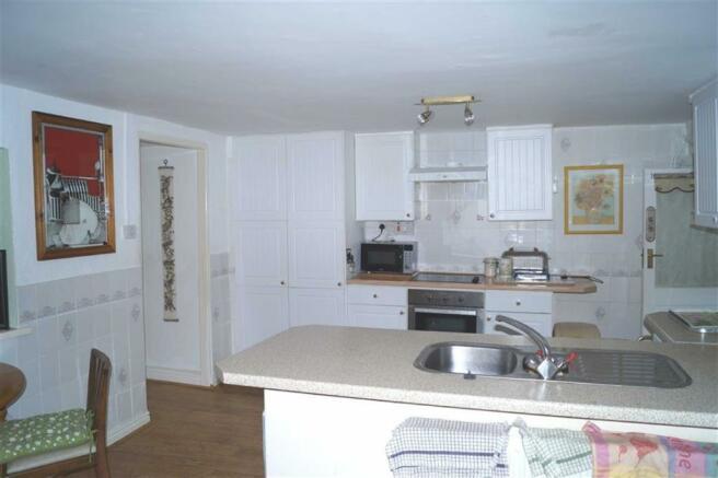 Open plan kitchen-di